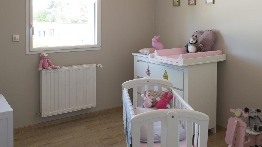 Chambre bébé maison témoin décorée